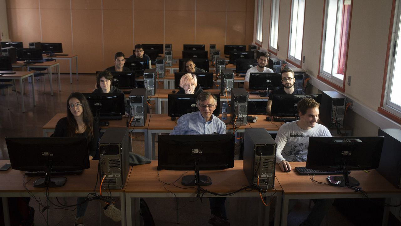 En la imagen de archivo, estudiantes del máster de Diseño, desarrollo y comercialización de videojuegos, que se imparte en la Politécnica de Esteiro