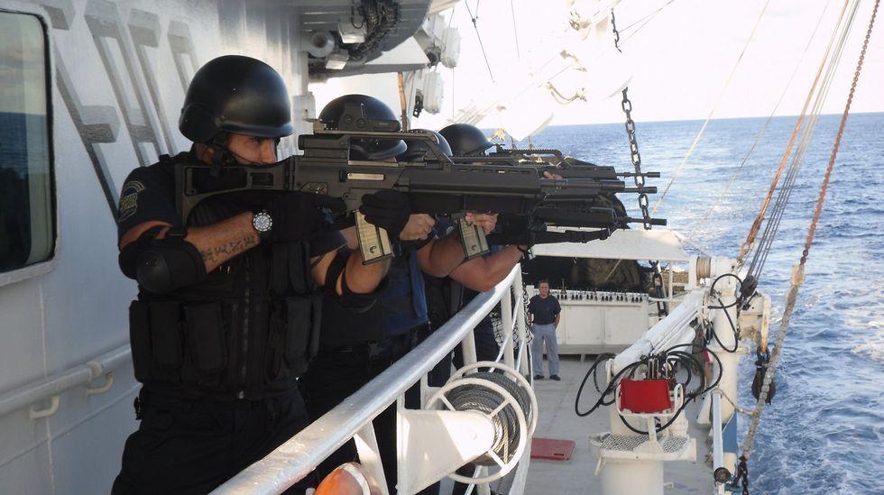 JuanRodriguezGarath.Buque Galicia de la Armada, en el puerto de Vigo