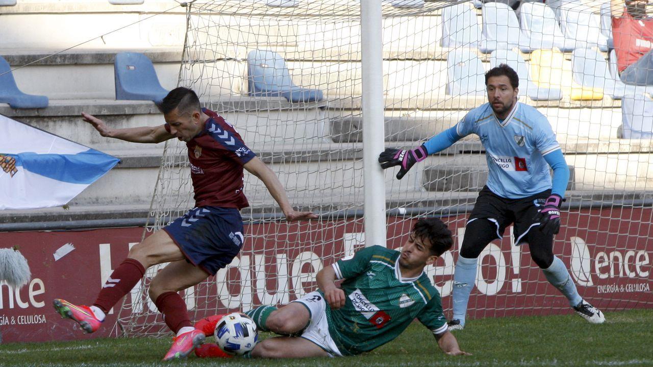 Las imágenes del partidoentre el Pontevedra y el Coruxo