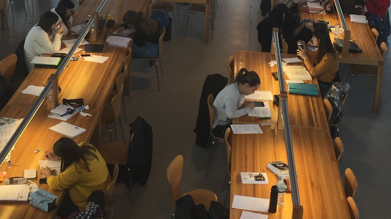 biblioteca del campus de Elviña.