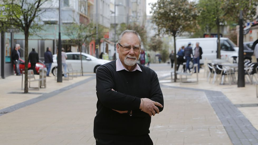Emoción e creación na entrega dos Premios Asunción Antelo.Óscar Rosende pasea por el barrio al que se mudó en el 2009 y del que no piensa moverse.