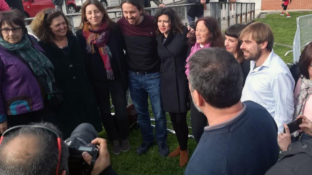 Pablo Iglesias con la plana mayor de Podemos Asturies