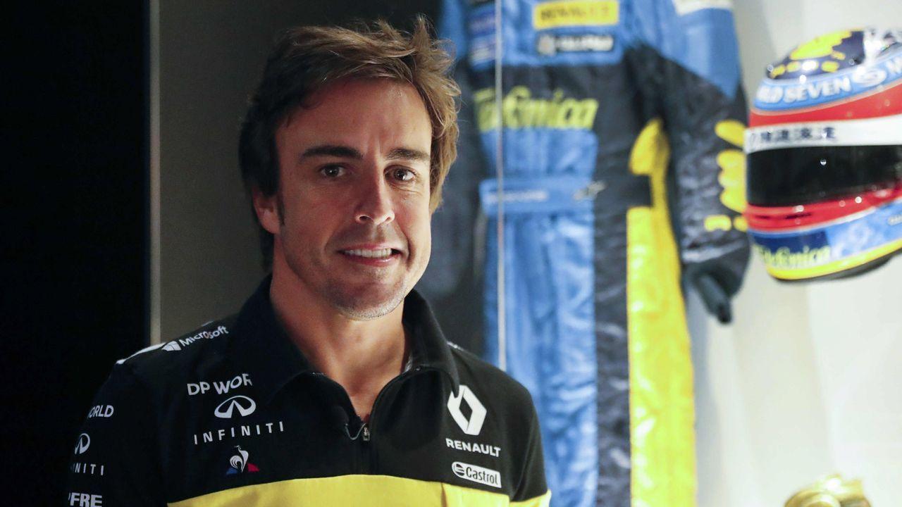 entrenamiento convocatoria Real Oviedo Requexon.El piloto Fernando Alonso este miércoles en la grabación de un documental en el museo que tiene en el municipio asturiano de Llanera
