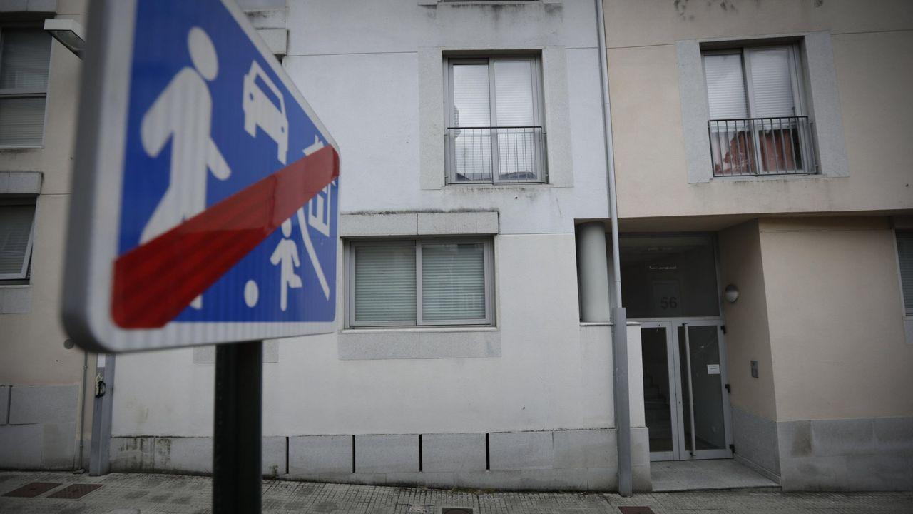 Un mojón en una acera de Fonteculler marca los límites entre los ayuntamientos de A Coruña y Culleredo