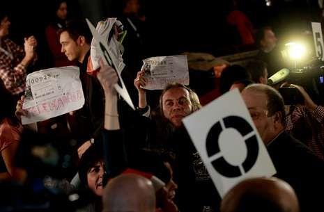 Aznarismo con el brazo en alto en Telemadrid.Los trabajadores de Telemadrid han protagonizado distintas protestas contra el ERE.