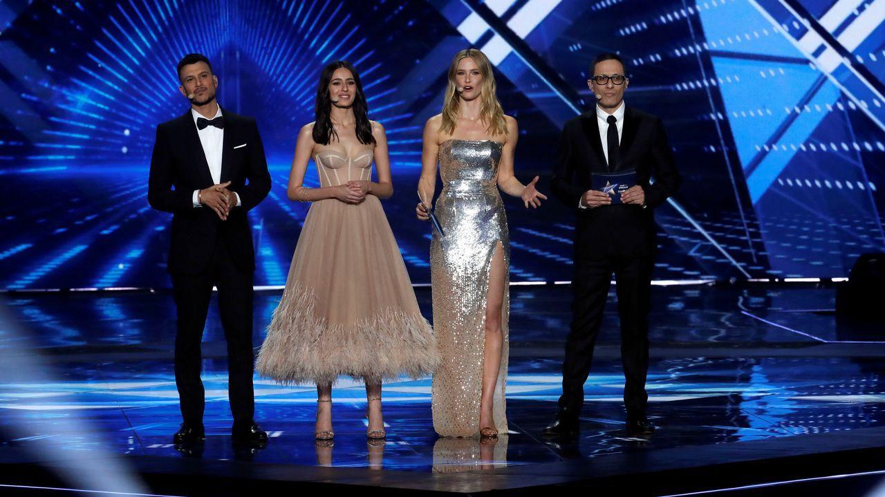 Netta Barzilai, de Israel.Bar Refaeli, Erez Tal, Assi Azar y Lucy Ayoub durante la gran gala