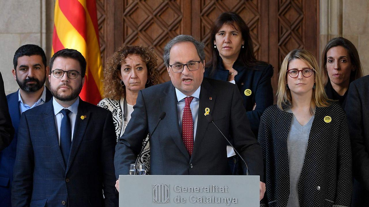 Torra acompañó el traslado de los presos a Madrid con una reunión de su Gobierno tras la cual compareció con sus consejeros y leyó una declaración en la que cuestiona la democracia española.