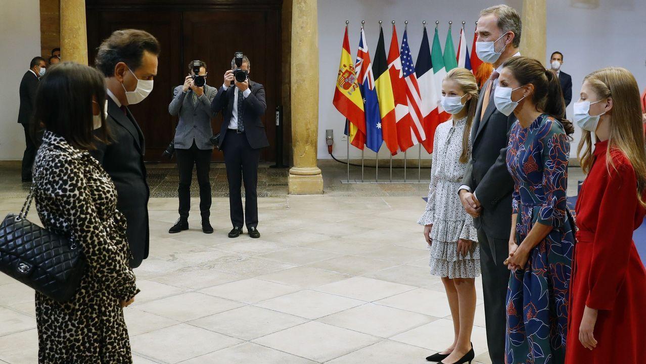 Los reyes Felipe VI y Letizia y su hijas la princesa Leonor y la infanta Sofía reciben a Andrea Morricone, hijo del fallecido compositor Ennio Morricone, quien fue galardonado a título póstumo con el Premio Princesa de Asturias de las Artes junto al compositor John Williams