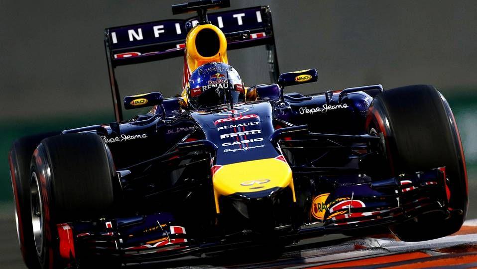 Primer día de entrenamientos en Jerez.En la imagen, el nuevo McLaren-Honda, durante los ensayos en el circuito británico de Silverstone.
