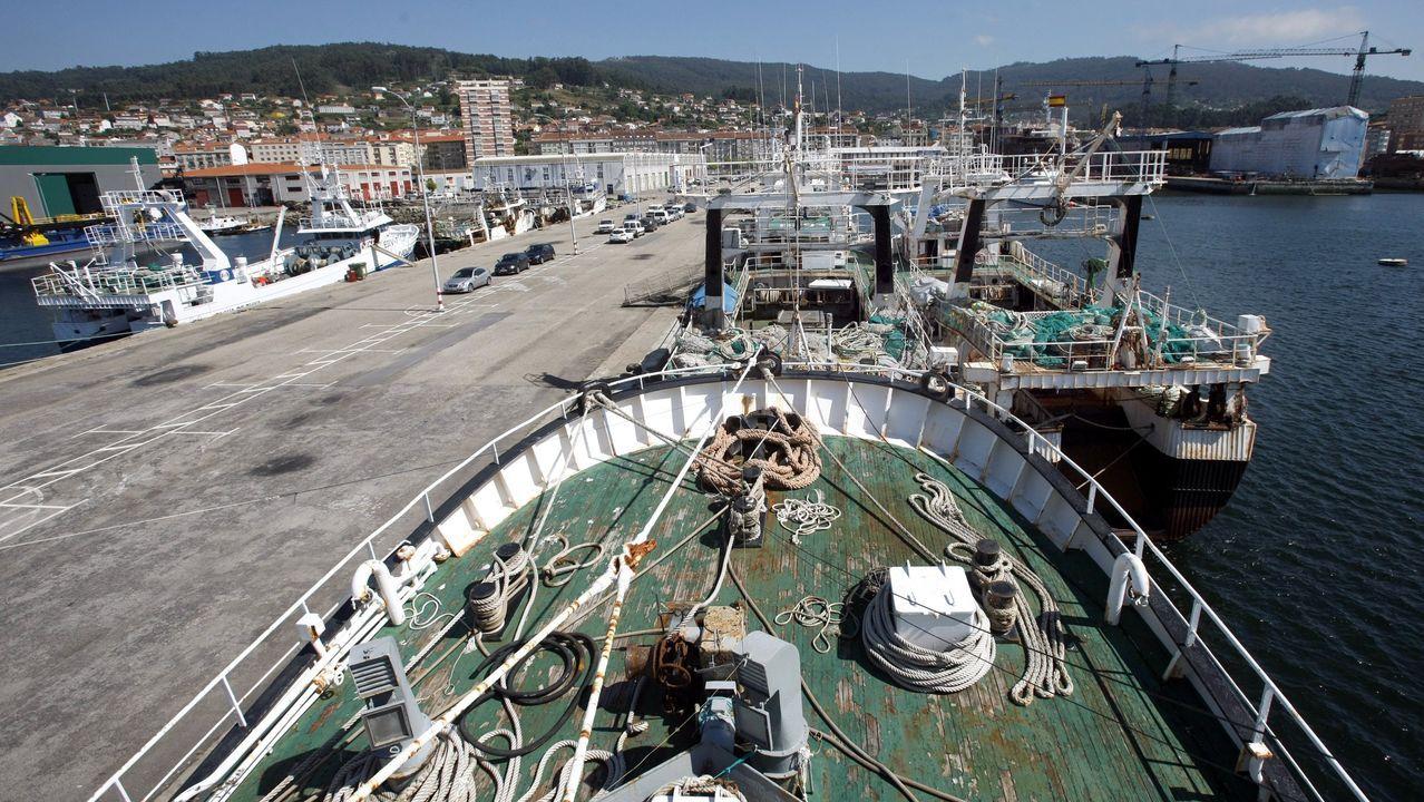 Imagen de archivo de barcos de los caladeros de Mauritania atracados en el puerto de Marin
