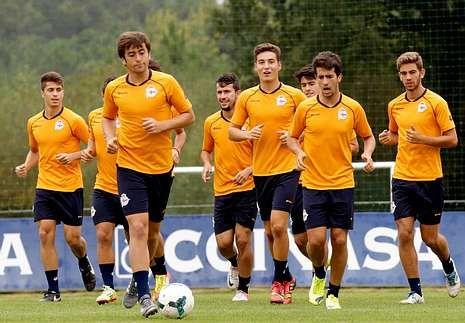Entrenamiento del equipo juvenil de División de Honor, que dirige José Ramón.
