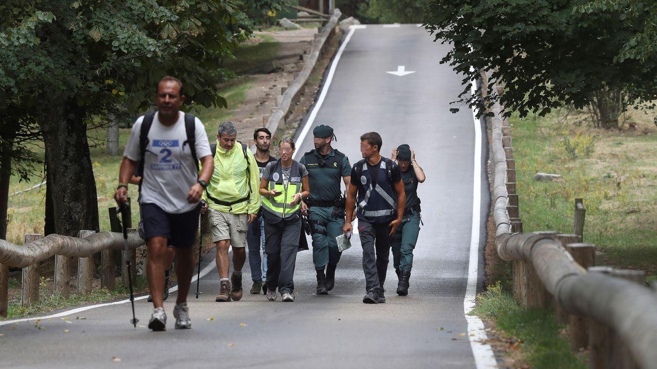 Varios voluntarios durante la búsqueda