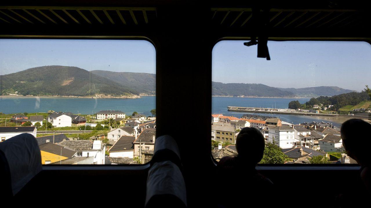 Vista de la ría de O Barqueiro y Bares desde el ferrocarril de vía estrecha, a su paso por O Vicedo