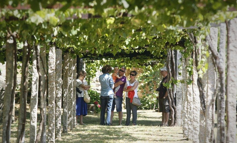 Las bodegas reciben ya la visita de turistas interesados en el sector vitivinícola.