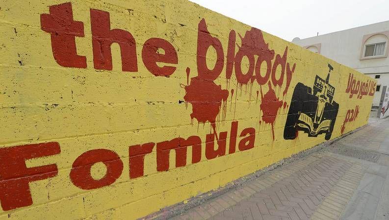 Mural contra la fórmula 1 en Bahréin