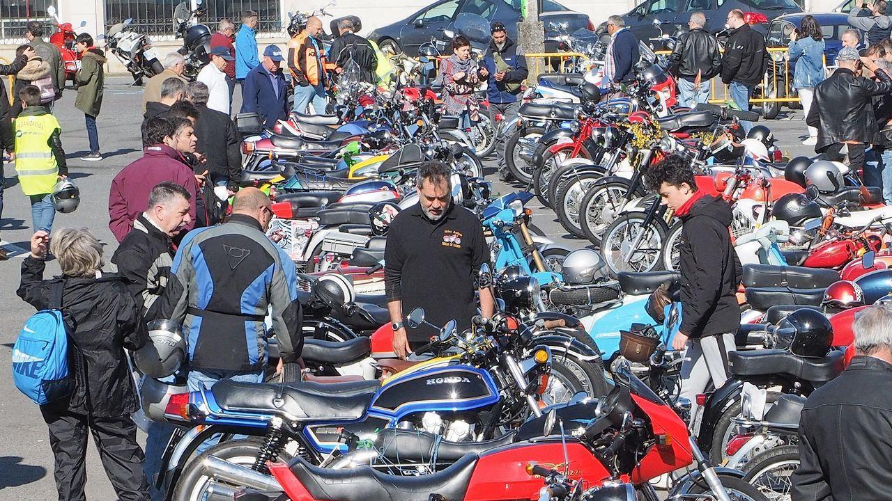 Concentración de motos antiguas en Padrón