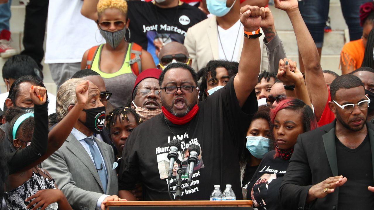 Jacob Blake Sr, padre del hombre negro tiroteado por policías blancos en Kenosha, Wisconsin, durante su discurso en la marcha «Get Your Knee Off Our Necks» (sacad vuestras rodillas de nuestros cuellos) en Washington, en el mismo lugar donde Martin Luther King Jr dio su discurso en el que proclamó «Tengo un sueño» hace 57 años