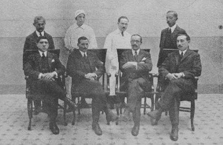 Los posados del modelo que arrasa en la Red.El mindoniense Patricio Freire fue el primer practicante del hospital del CG de Buenos Aires