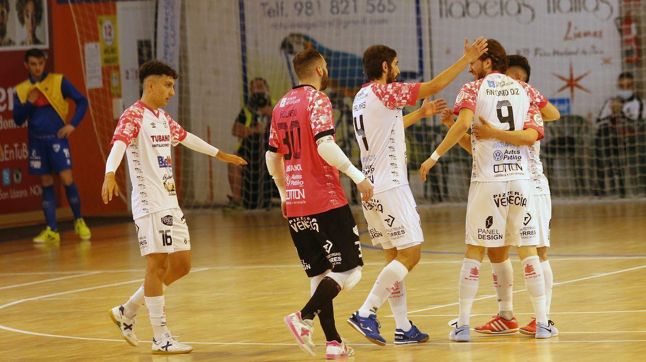Imagen de los noieses celebrando un tanto en el último encuentro disputado en el Agustín Mourís