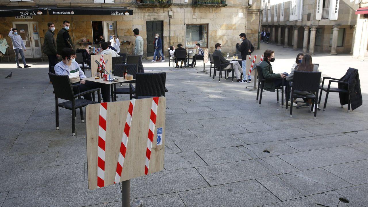 Así fue la jornada de vacunacióin masiva en Pontevedra.Terrazas clausuradas al 50 % en el centro histórico de Pontevedra