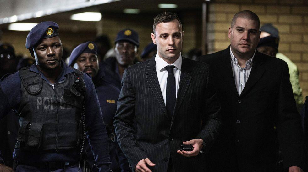 Pistorius camina sobre sus muñones para mostrar su vulnerabilidad.Oscar Pistorius, en una imagen de archivo