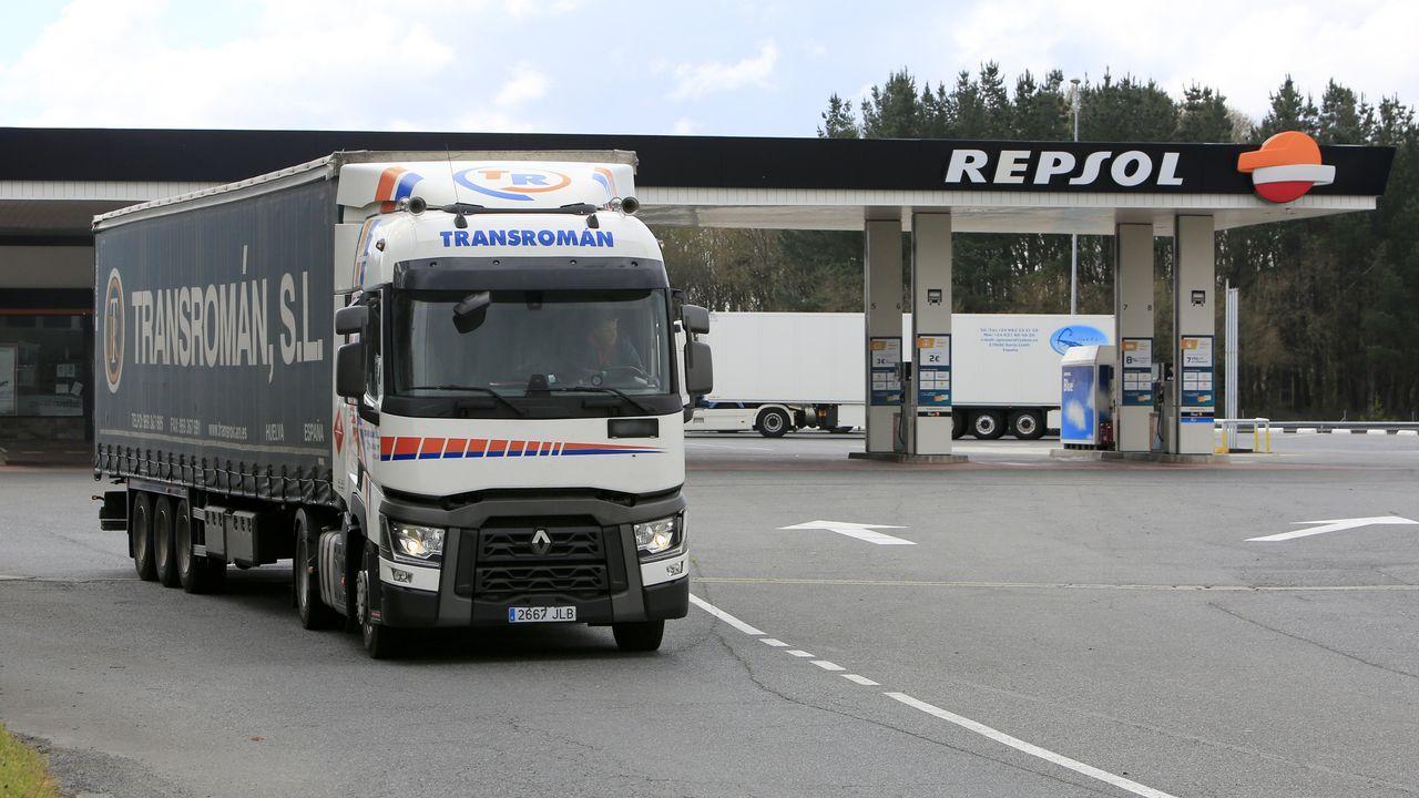 La estación de servicio A Fortaleza, en Castroverde, ya vende el litro de gasóleo y de gasolina por debajo del euro