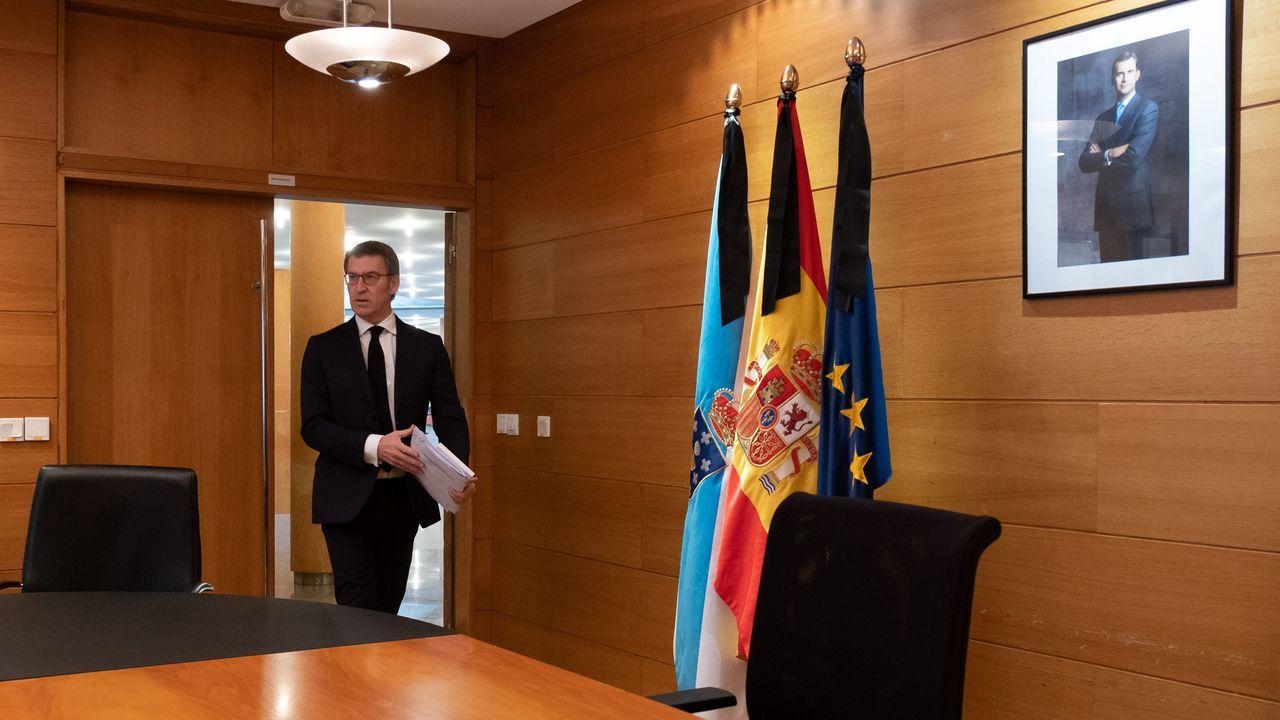 Feijoo llegando a su despacho antes de anunciar su propuesta de calendario electoral