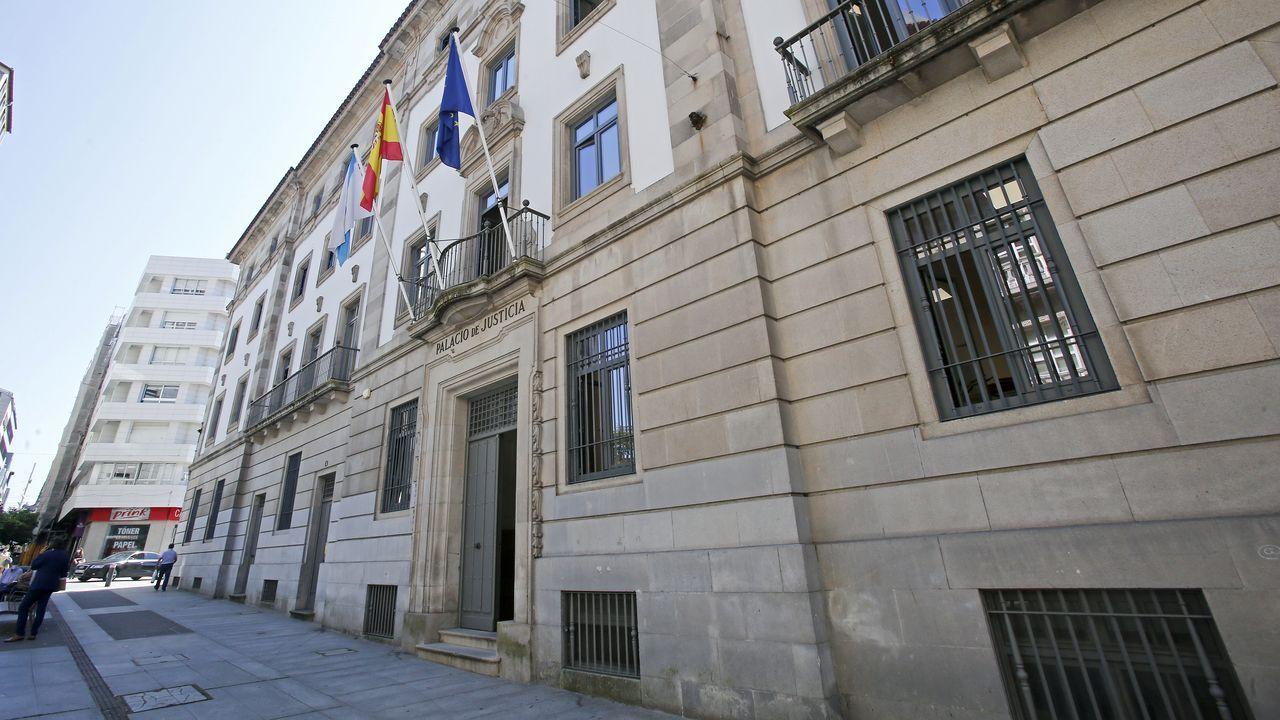 La Guardia Civil de Pontevedra arranca la campaña de control de alcohol y drogas.Drogas y efectos intervenidos en un operativo policial del 2003