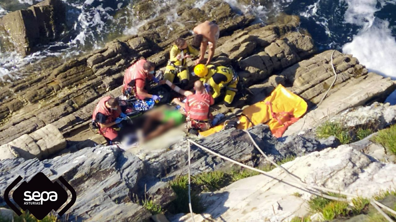 Arriesgado rescate en helicóptero, en El Franco.Hospital de Cabueñes de Gijón