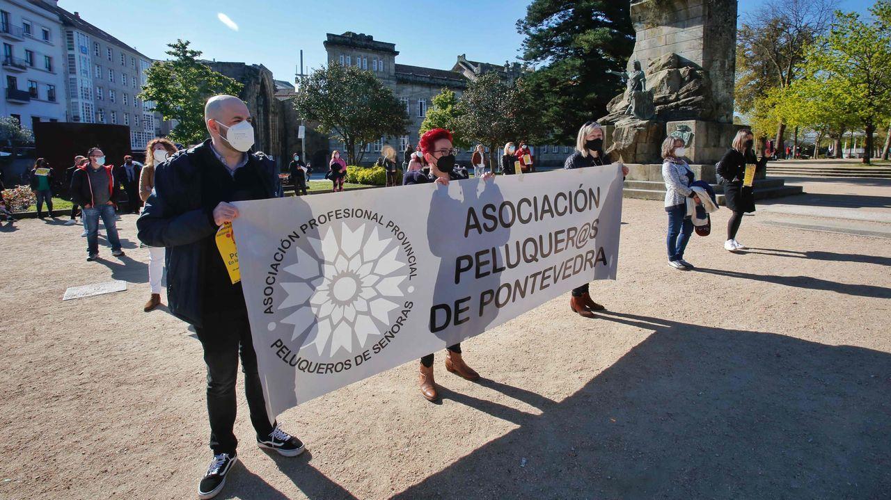 Protesta del sector de la peluquería en Vigo.Avelino Sala en la inauguración de la muestra