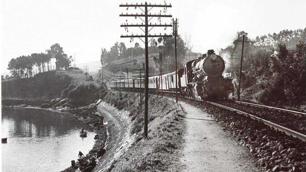 RETROSPECTIVA DE 1942 CON EL ferrocarril pasando por Eirís