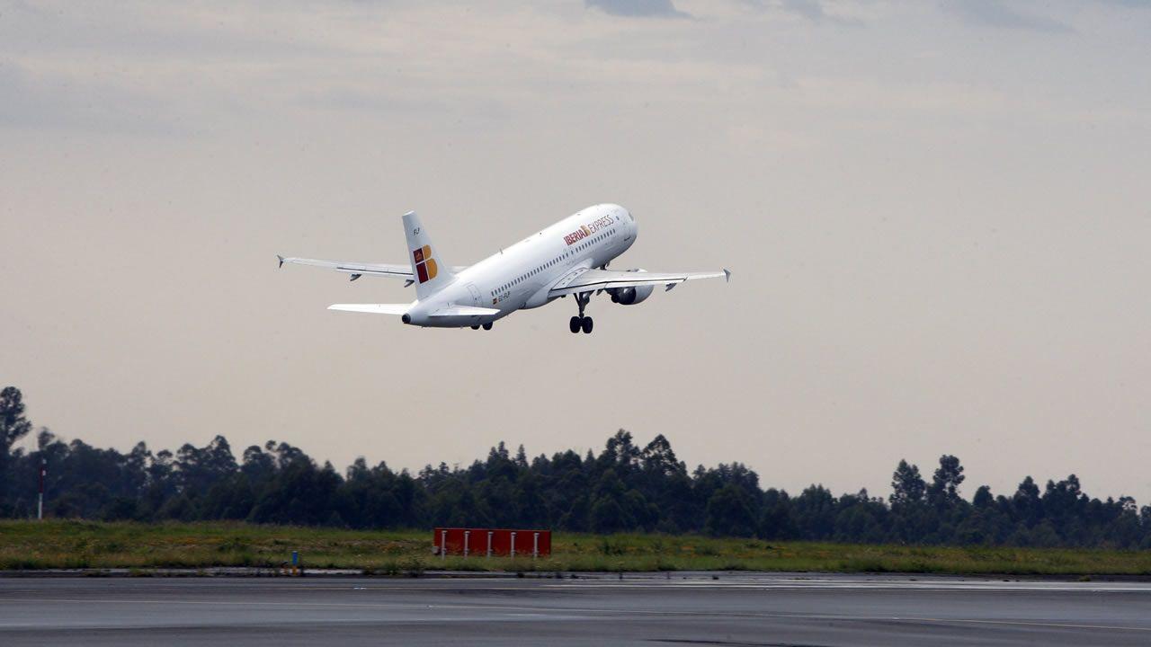 El aeropuerto de Lavacolla es el menos dependiente de las conexiones con Madrid