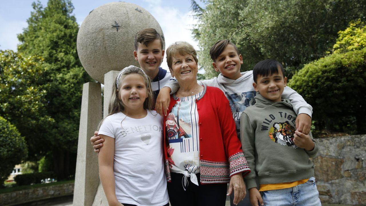 Juana, Elena, Gonzalo, Julia, José Luis, Carlos, Pablo y Elena llegaron a A Coruña desde Madrid