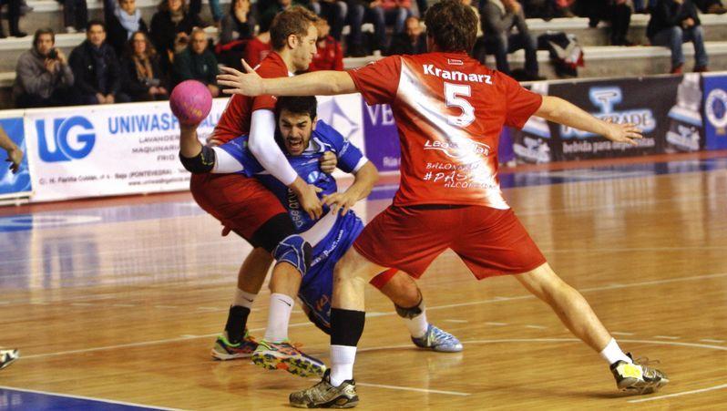 Muere tiroteado un joven en Alcobendas.Dorado (izquierda) y Carlos Pombo (acostado) se pierden el partido por diversos problemas físicos.