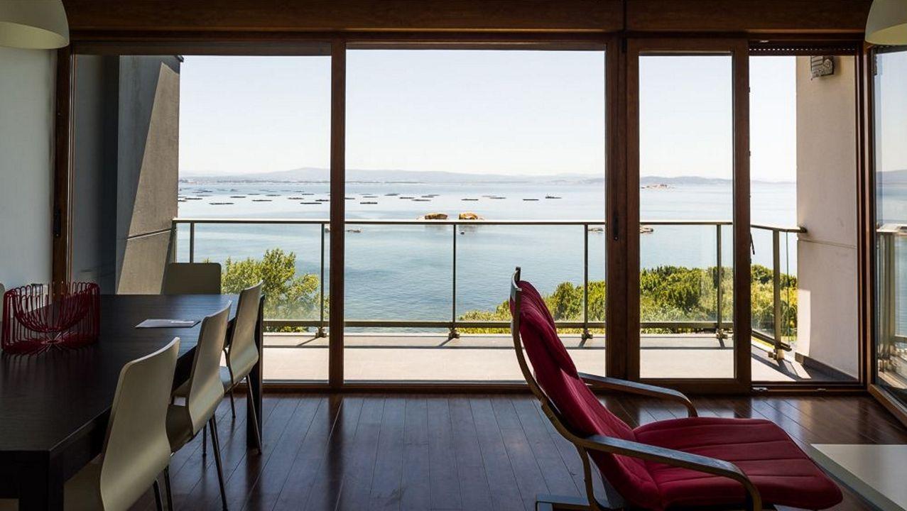 Vistas panorámicas. Una de las características más cotizadas en inmuebles de la comarca son las vistas al mar, y de eso va sobrado un apartamento que se oferta en Palmeira