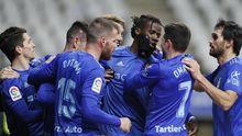 Los jugadores del Oviedo celebran el 1-0 de Ibra