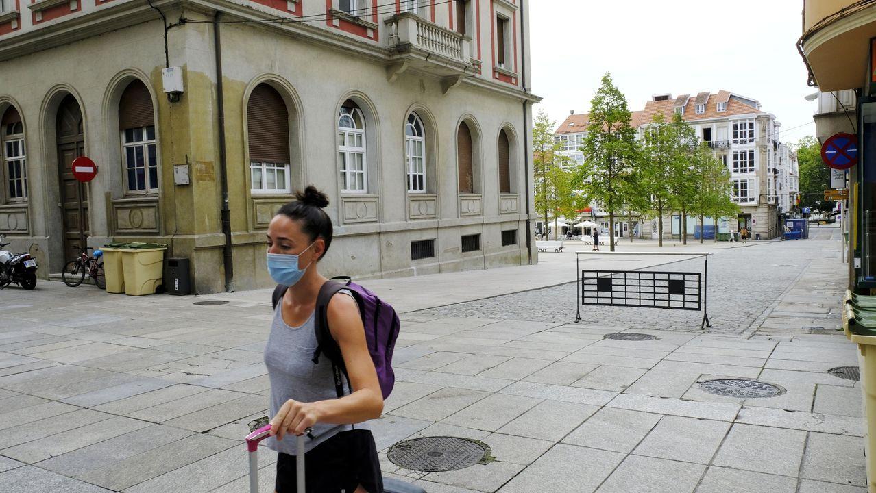 Así fue el paso de La Fura dels Baus por Compostela.Las dos primeras cámaras se instalarán en el entorno peatonalizado de la plaza de Armas