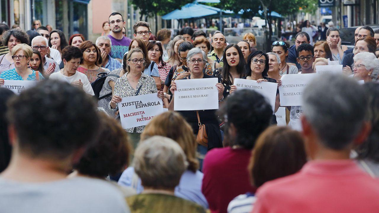 Concentración ante la Audiencia Provincial de Pontevedra