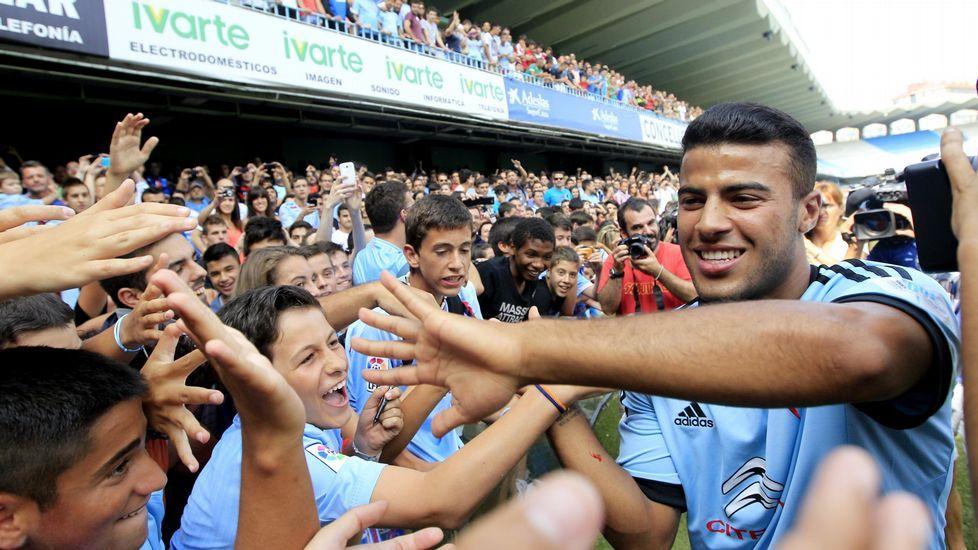 El menor de los Alcántara futbolistas, en su presentación en Vigo.