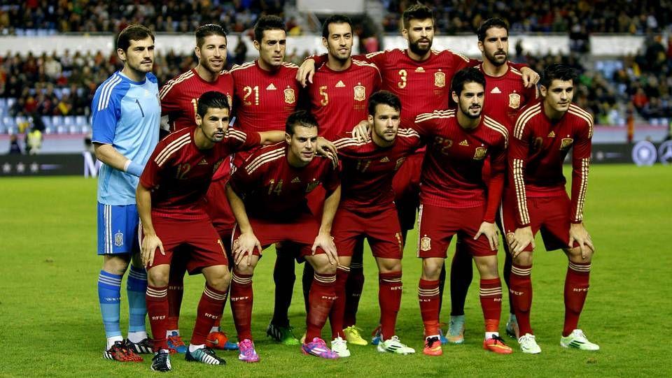 Carlo Ancelotti da instrucciones a sus jugadores durante un partido. <span lang= es-es >afp</span>