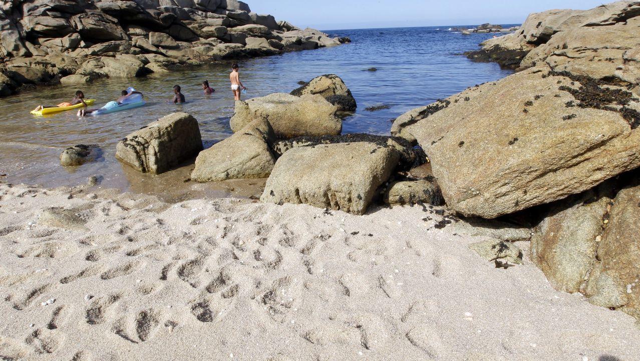 Imagen de archivo de la playa de Ril, en Burela, en la que el Concello desaconseja el baño en este momento