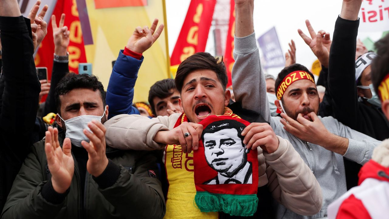 Manifestación de apoyo a Demirtas en Estambul