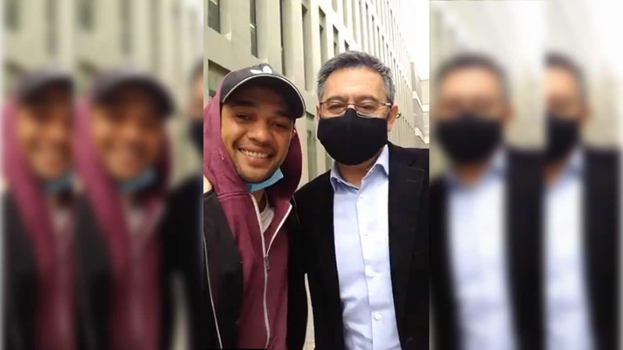 Publican en redes un vídeo de Bartomeu posando con un aficionado tras salir de declarar