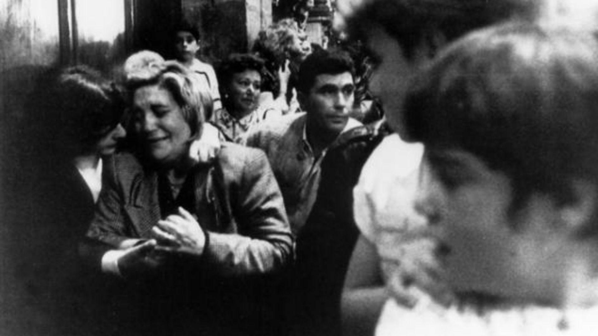 Jose Luis Abet, asesino de su ex-muller, ex-cuñada y ex-suegra en Valga vuelve al juzgado para una prueba de ADN.Unas 2.500 personas asistieron al funeral de Vanesa Mayo González, de 10 años de edad, violada y asesinada. En la fotografia, la madre de la niña durante el funeral.