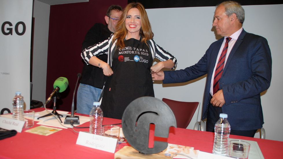 Fiesta de la Guardia Civil en Monforte, Chantada, Carballedo y Quiroga.La periodista Lucía Rodríguez fue investida madrina de la edición de este año del Cume Tapas