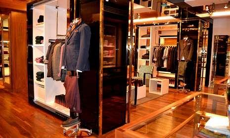 El rey Juan Carlos: «Estoy fenomenal».Las tiendas asiáticas serán construidas a imagen y semejanza de la de la calle Lagasca, en Madrid