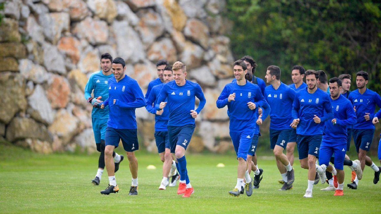 Vetusta Racing Santander Carlos Tartiere.Los jugadores del Real Oviedo en El Requexón