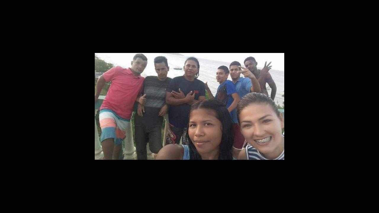 Los medios venezolanos difundieron una foto de un grupo de jóvenes antes de embaracar hacia Curazao