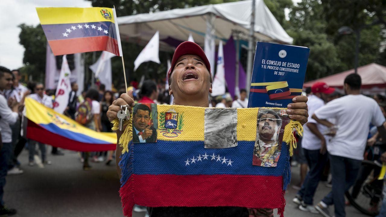 Nicolás Maduro es reelegido presidente de Venezuela con una participación del 46 por ciento.Zapatero y Maduro mantuvieron un encuentro en Caracas