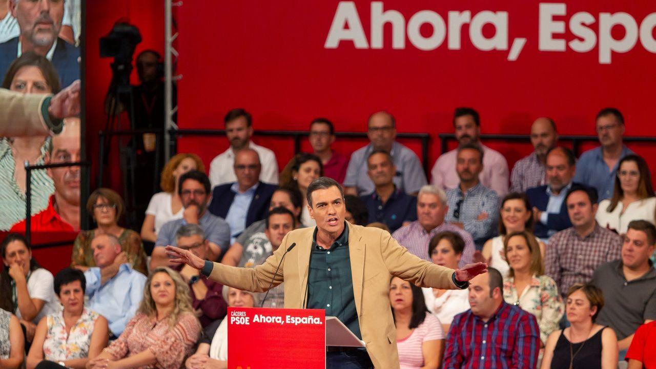 Pedro Sánchez anuncia una subida actualización de las pensiones conforme al IPC real.Pedro Sánchez, este jueves en un acto del partido socialista en Cáceres, intentará movilizar al electorado progresista para que no se quede en casa el 10N